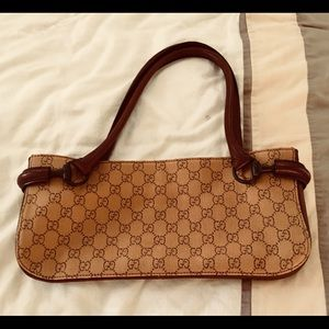 Gucci handbag like new .